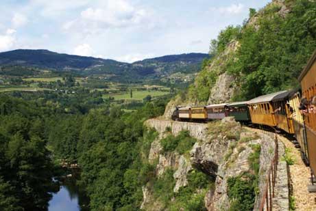 Train de l'Ardèche dans les Gorges du Doux