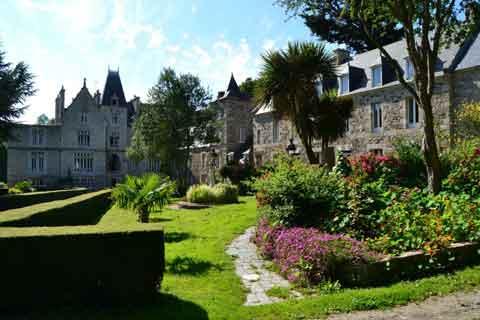 Allée du Château du Val