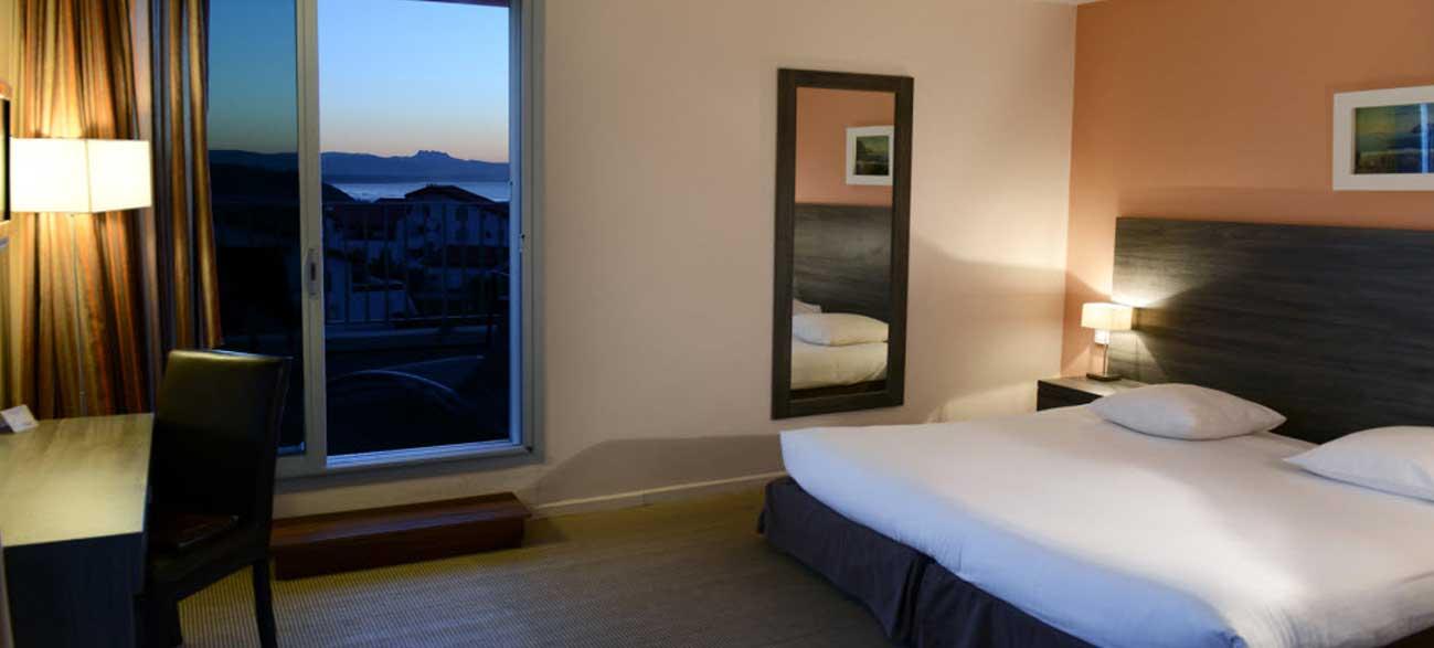 Chambre de l'hôtel Le Biarritz 3*