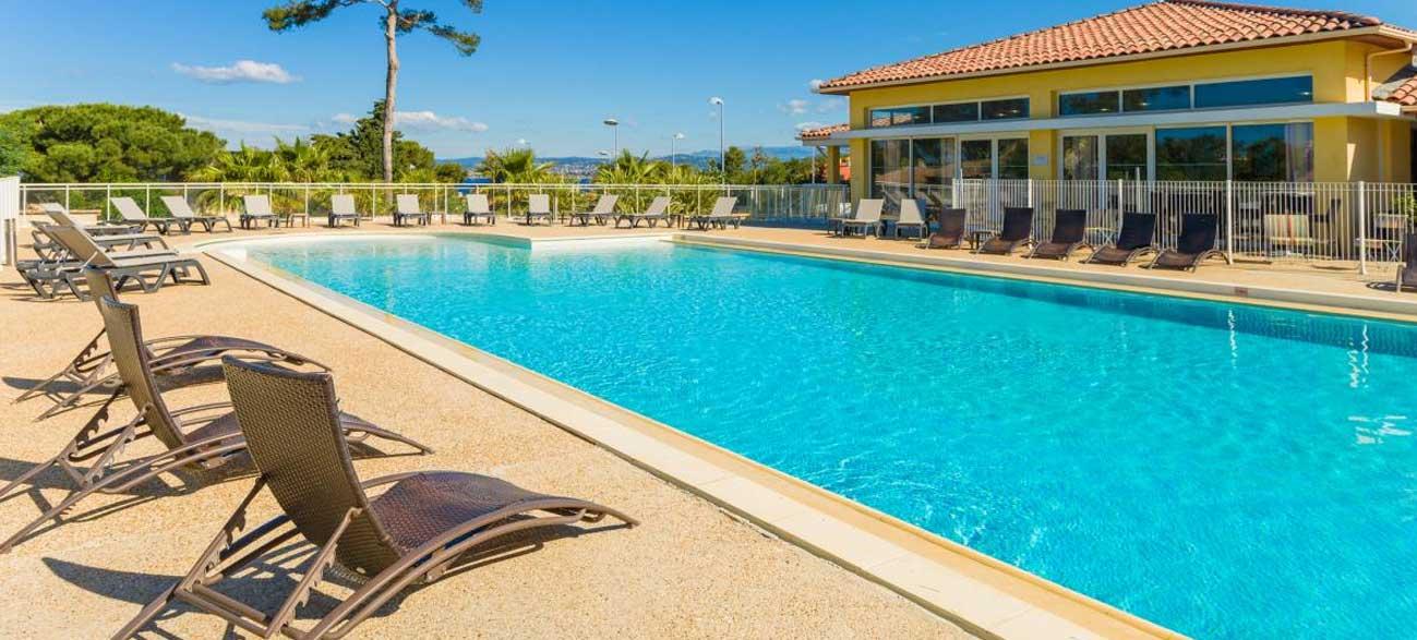 S jour en appartement pour 4 six fours les plages for Comhoraire piscine six fours