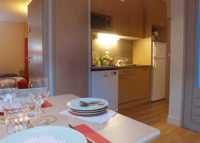Cuisine de l'appartement au VVF Villages Les Rives du Léman à Evian-les-Bains