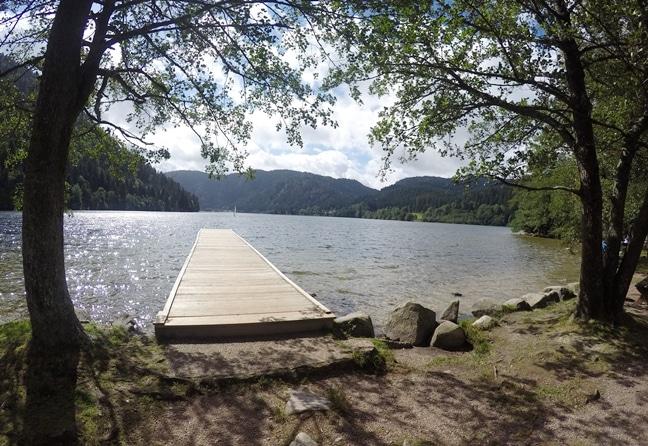 Calme et nature au lac des Vosges de Xonrupt-Longemer dans le massif vosgien