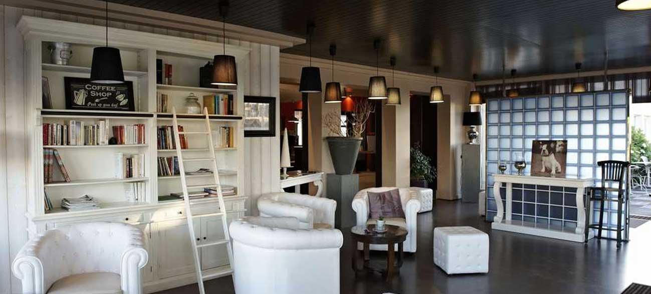 Biblothèque hôtel et SPA à Bénodet en Bretagne
