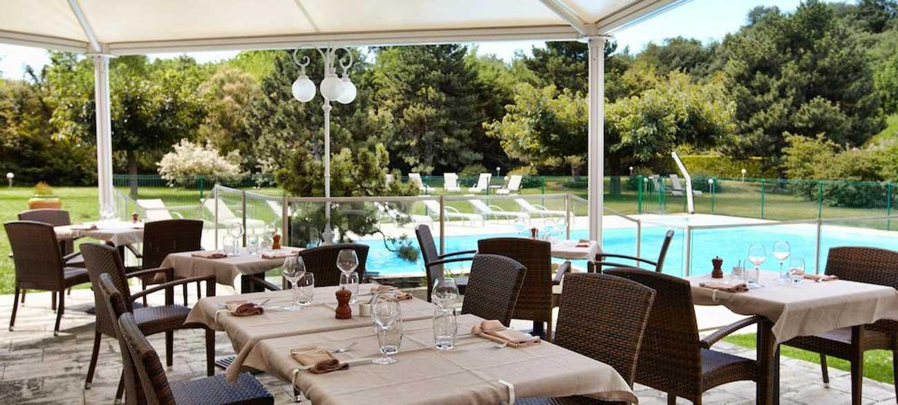Terrasse de l'hôtel Best Western Clos Syrah à Valence