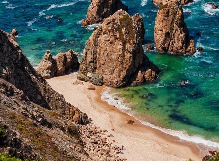 Plage ensoleillée du sud du Portugal