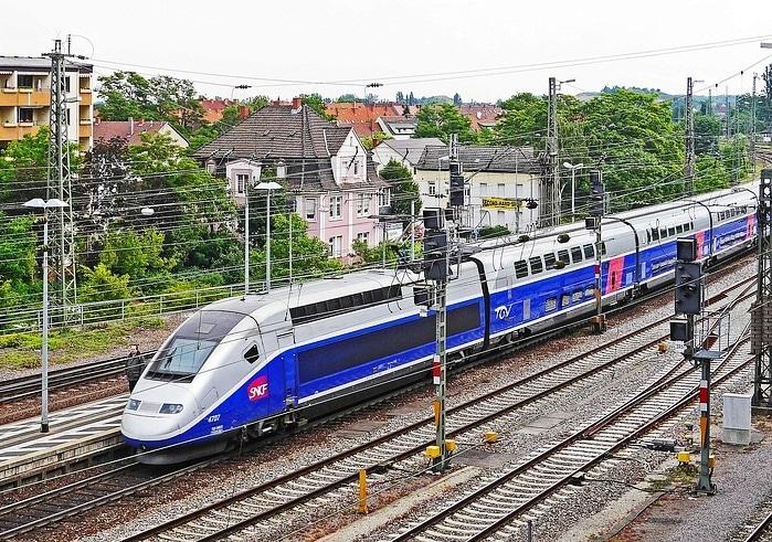 Train TGV pour les départs en vacances