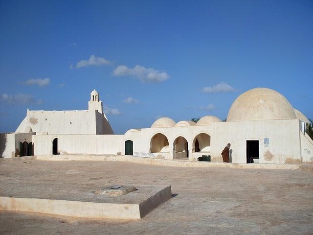 Architecture aux murs blancs de Tunisie