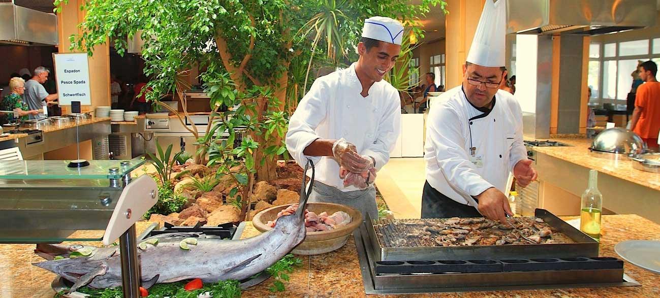 Cuisiniers au restaurant de l'Hôtel Seabel Rym Beach à Djerba