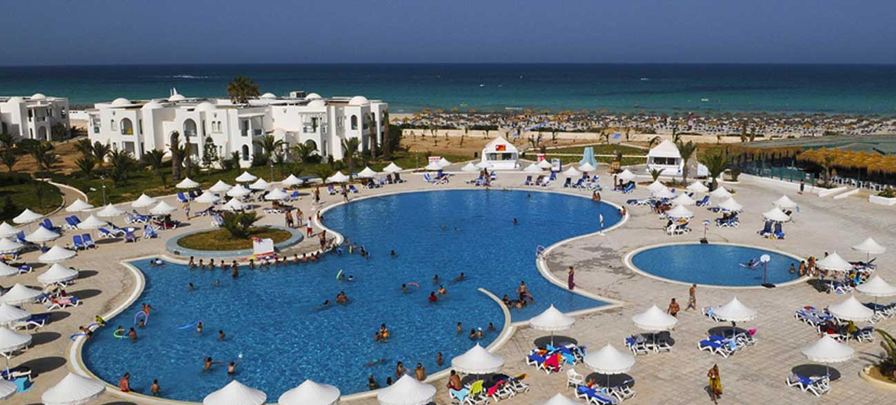Piscine de l'hôtel Vincci Helios Beach à Djerba