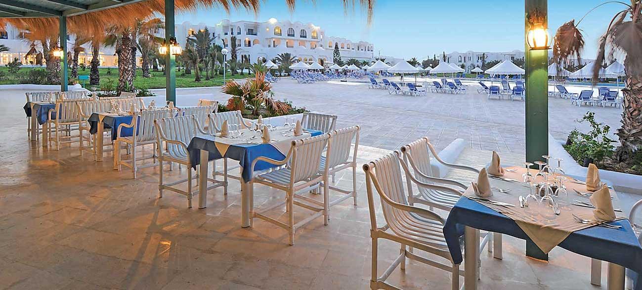 Terrasse du restautant de l'hôtel Vincci Helios Beach à Djerba