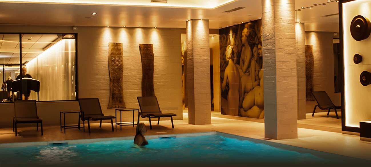Piscine hôtel SPA Chassieu Lyon