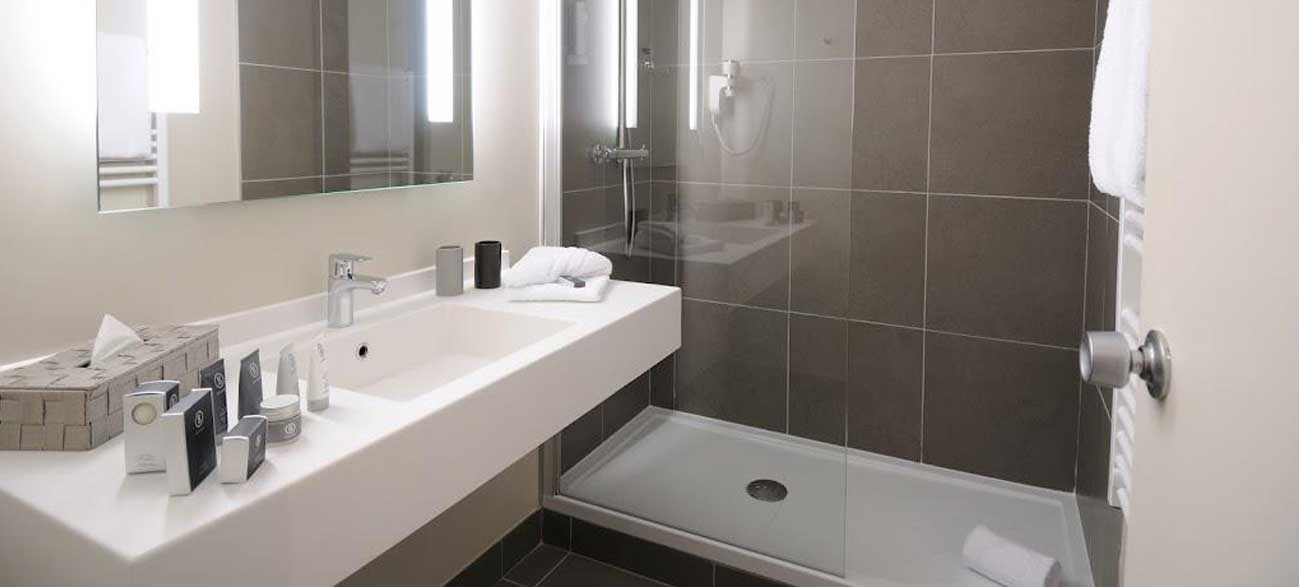 Salle de bain hôtel SPA Chassieu Lyon
