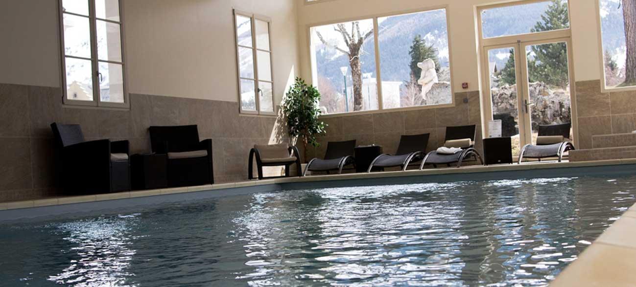Piscine dans hôtel et SPA à Villard de Lan