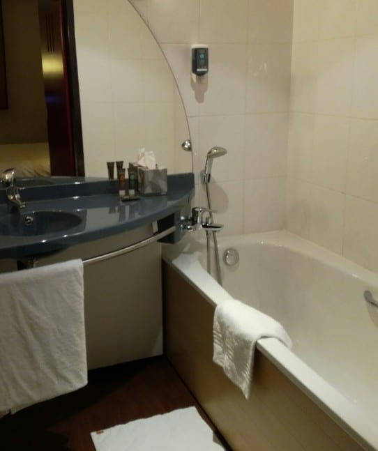 Salle de bains du Novotel Suites Clermont Polydome