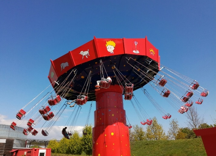 Chaises volantes du parc du Petit Prince