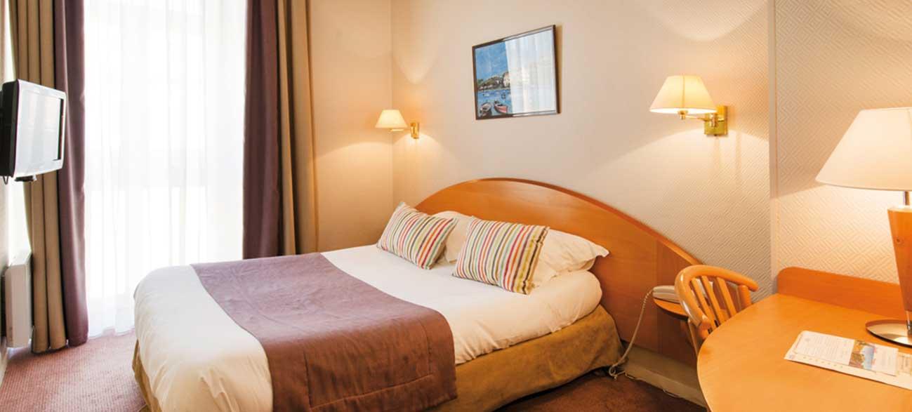 Chambre vue ville l'hôtel Balmoral à Menton