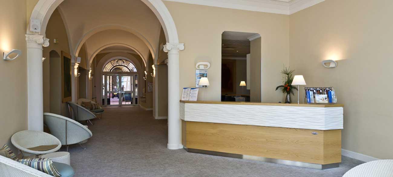 Receptionde l'hôtel Balmoral à Menton