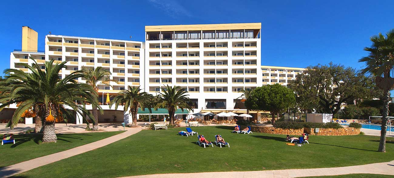 Jardin de l'hôtel Alfamar à Albufeira au Portugal