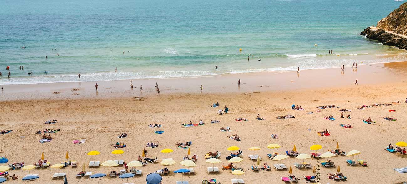 Plage de praia do peneco à Albufeira au Portugal