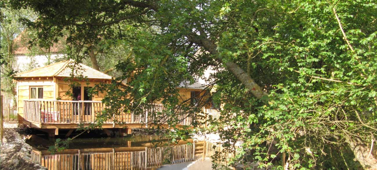 hébergement insolite cabane sur l'eau
