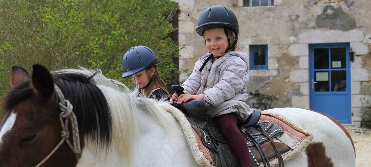 hébergement insolite activités poney pour petit-enfants