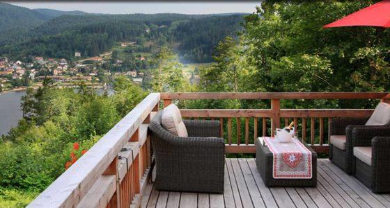 Terrasse vue lac Chalet chambres d'hôtes Les Roches Paîtres à Gérardmer