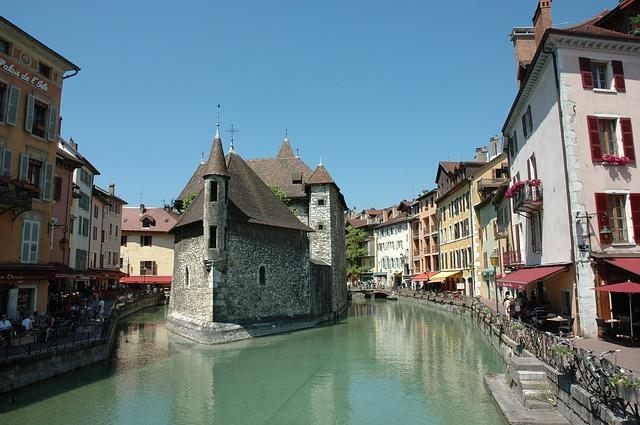 Vieille ville d'Annecy dans les Alpes
