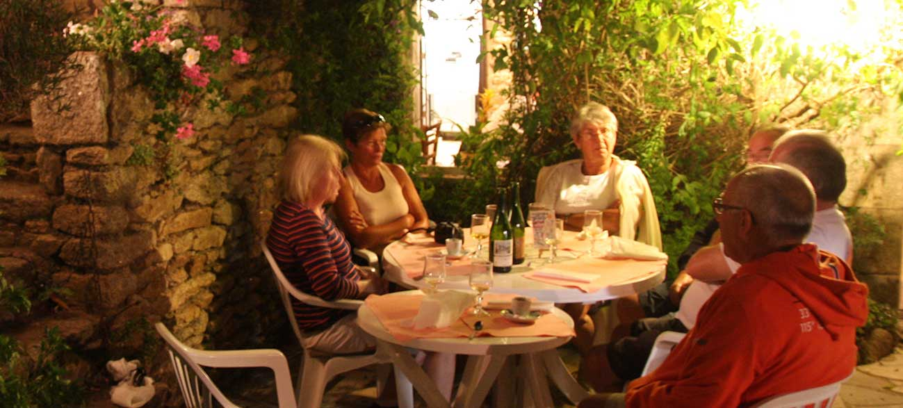 Repas du soir durant la Croisières Voile et Randonnée en Finistère