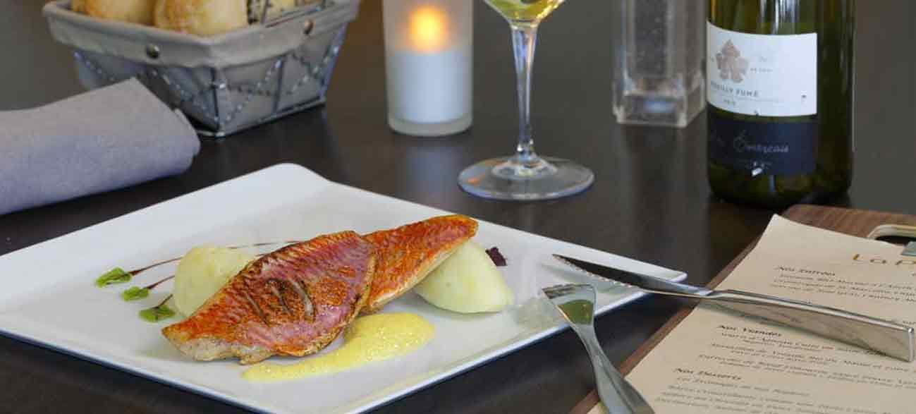 Assiette de poisson au restaurant la Parenthèse Hôtel Altéora site du Futuroscope
