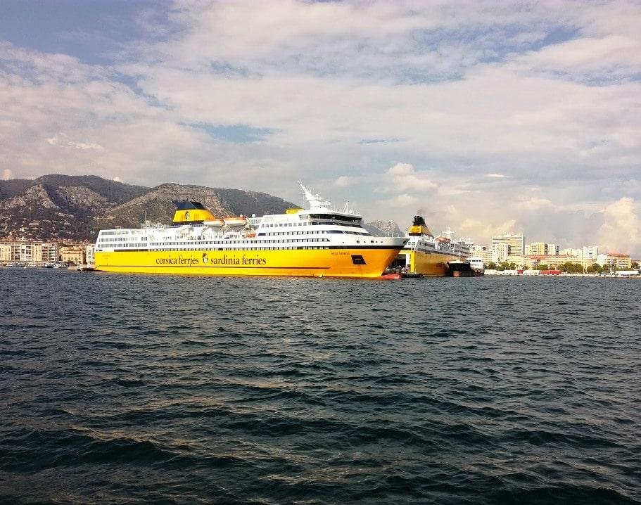 Ferry pour la Corse