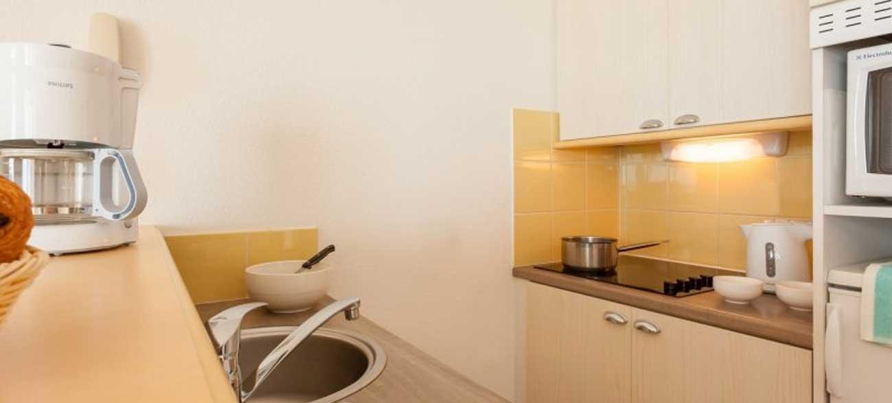 Cuisine dans appartement en location de vacances Résidence Cap Morgat