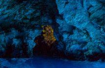 Grotte bleue de Bisevo durant votre croisière en Croatie