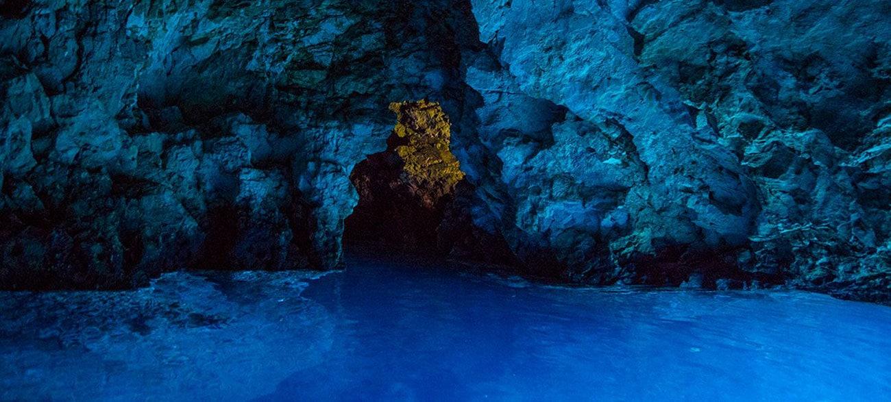 Visite d'une grotte lors de croisière en Croatie