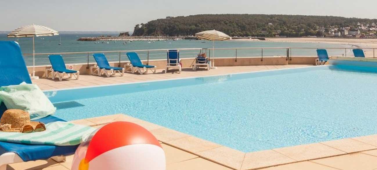 Piscine d'une location de vacances Résidence Cap Morgat