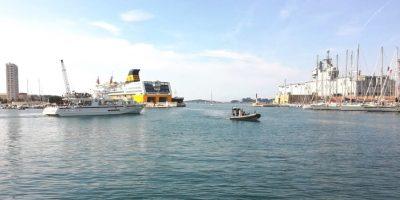 Bateaux dans le port de commerce