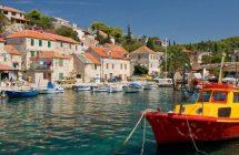 Port de Maslinica durant votre croisière en Croatie