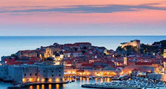 Ville côtière lors de votre croisière en Croatie