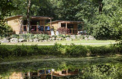 Chalets du camping Huttopia Beaulieu-sur-Dordogne en Corrèze