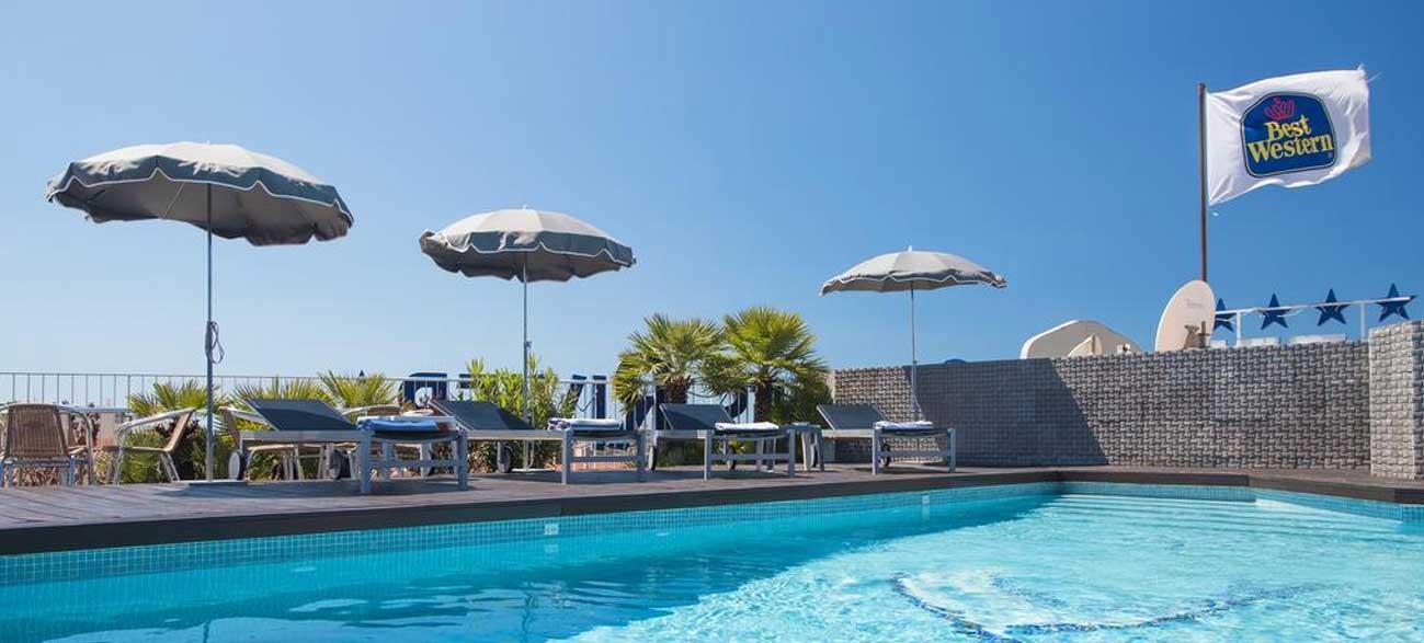 Piscine de l'hôtel Best Western Cannes Riviera & Spa 4*
