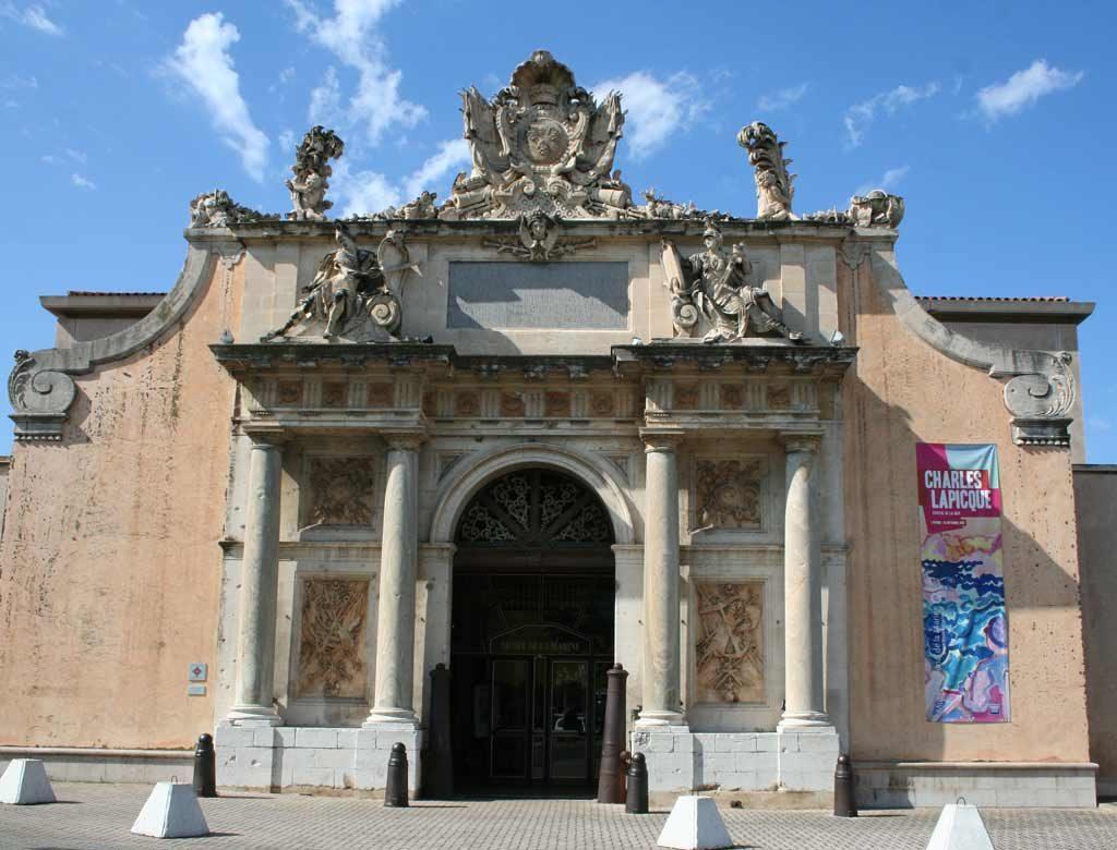Porte du musée de la marine de Toulon