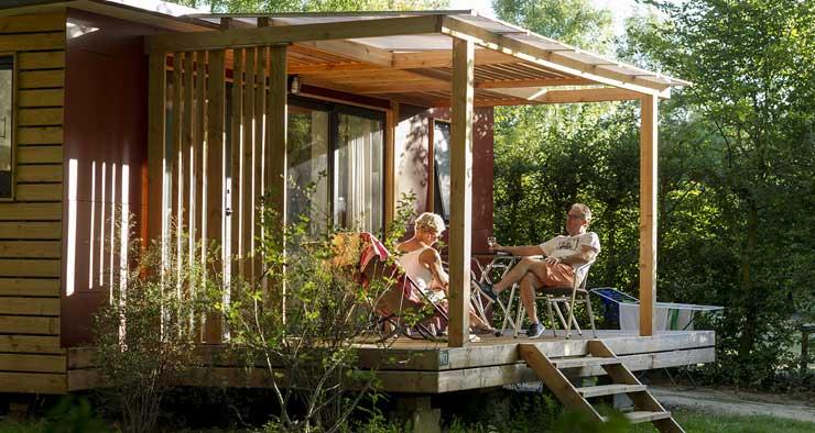 Hébergement en chalet au camping Huttopia de Beaulieu-Sur-Dordogne