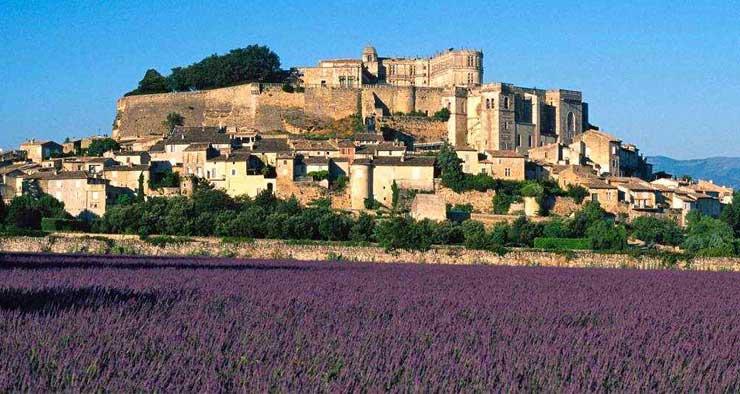 Village de Dieulefit en Drôme Provençale