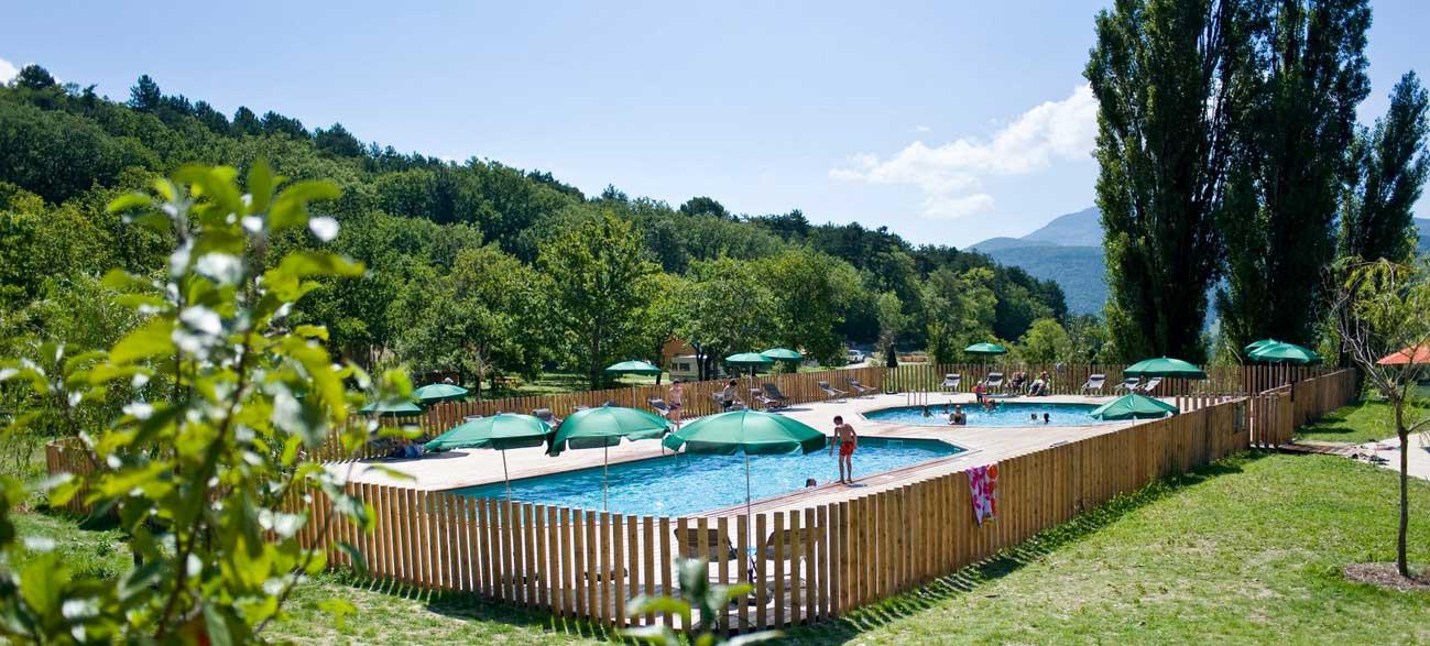 Piscine du Village Huttopia de Dieulefit en Drôme Provençale