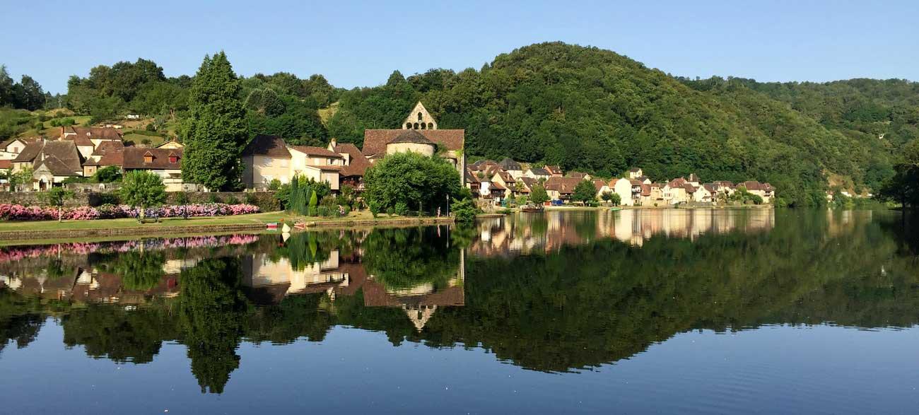 Vue rivière du camping Huttopia Beaulieu-sur-Dordogne en Corrèze