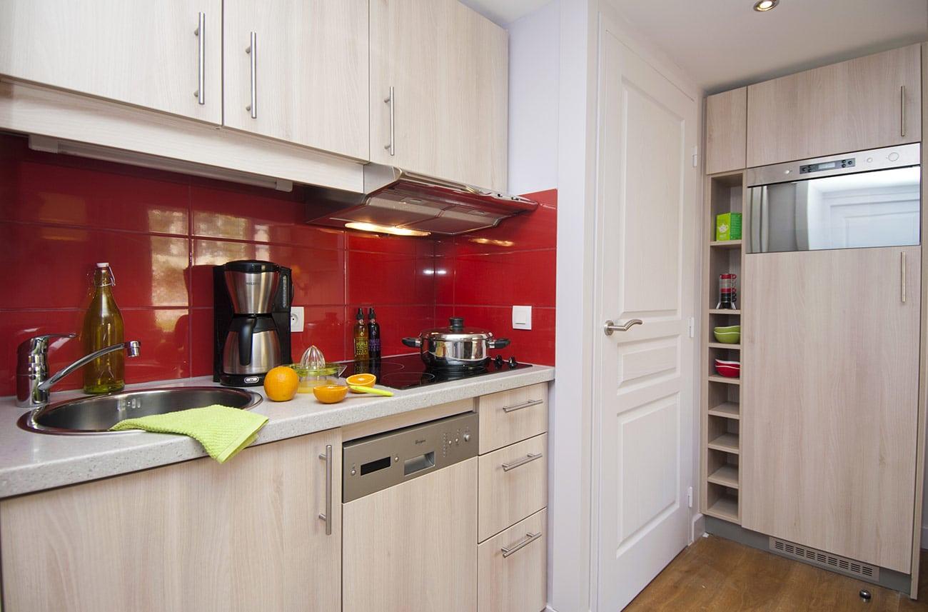 Cuisine dans un appartement en location en résidence premium Haguna Biarritz