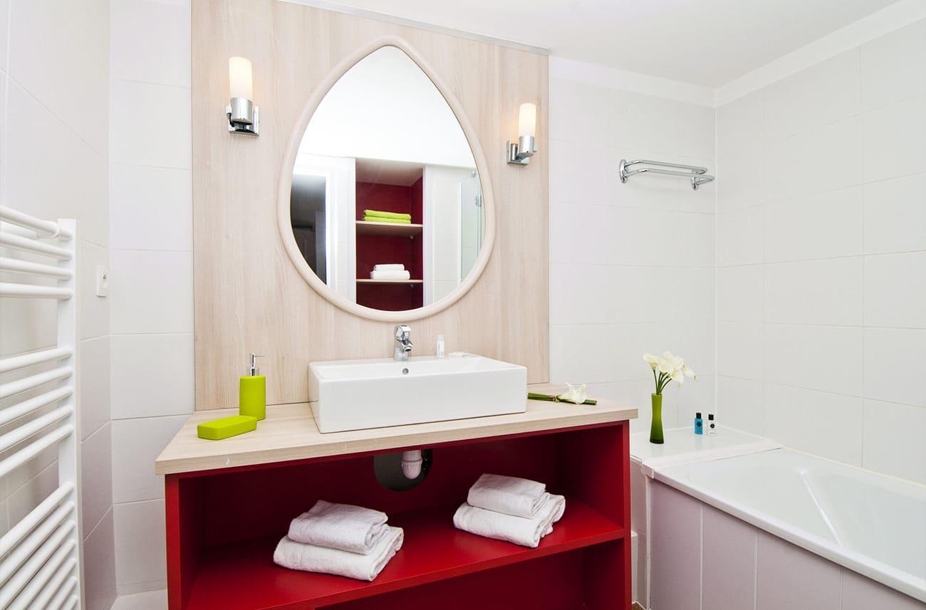 Salle de bain dans un appartement en location en résidence premium Haguna Biarritz