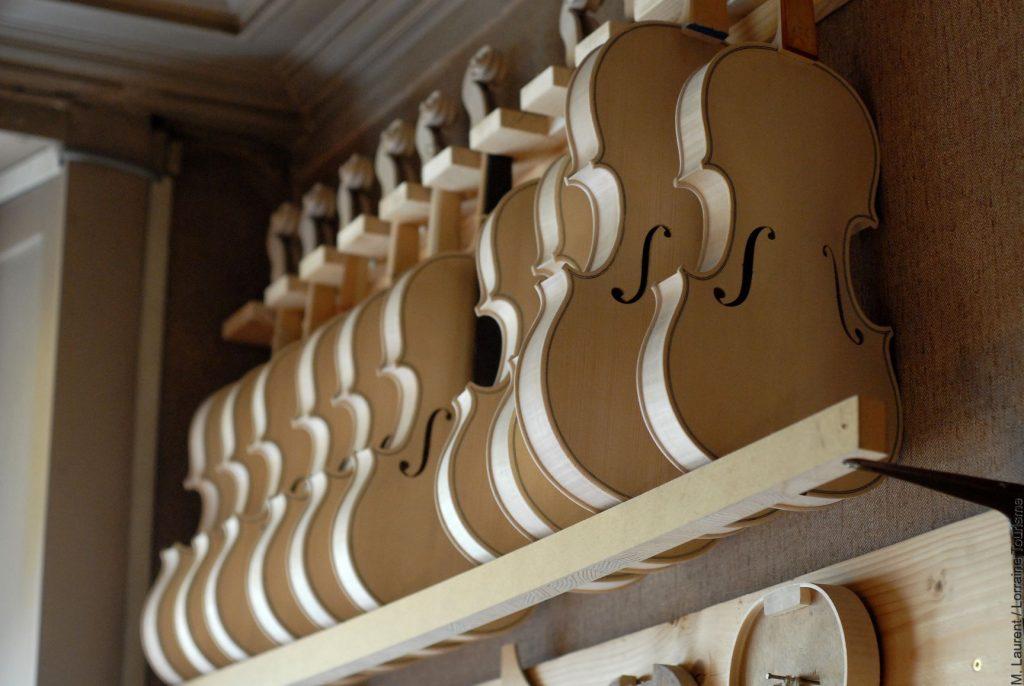 Atelier de luthier à Mirecourt