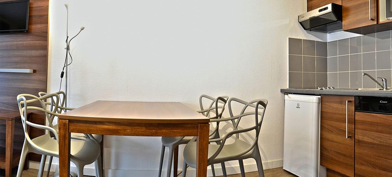 Cuisine dans un appartement d'une résidence hôtel à Aix Les Bains