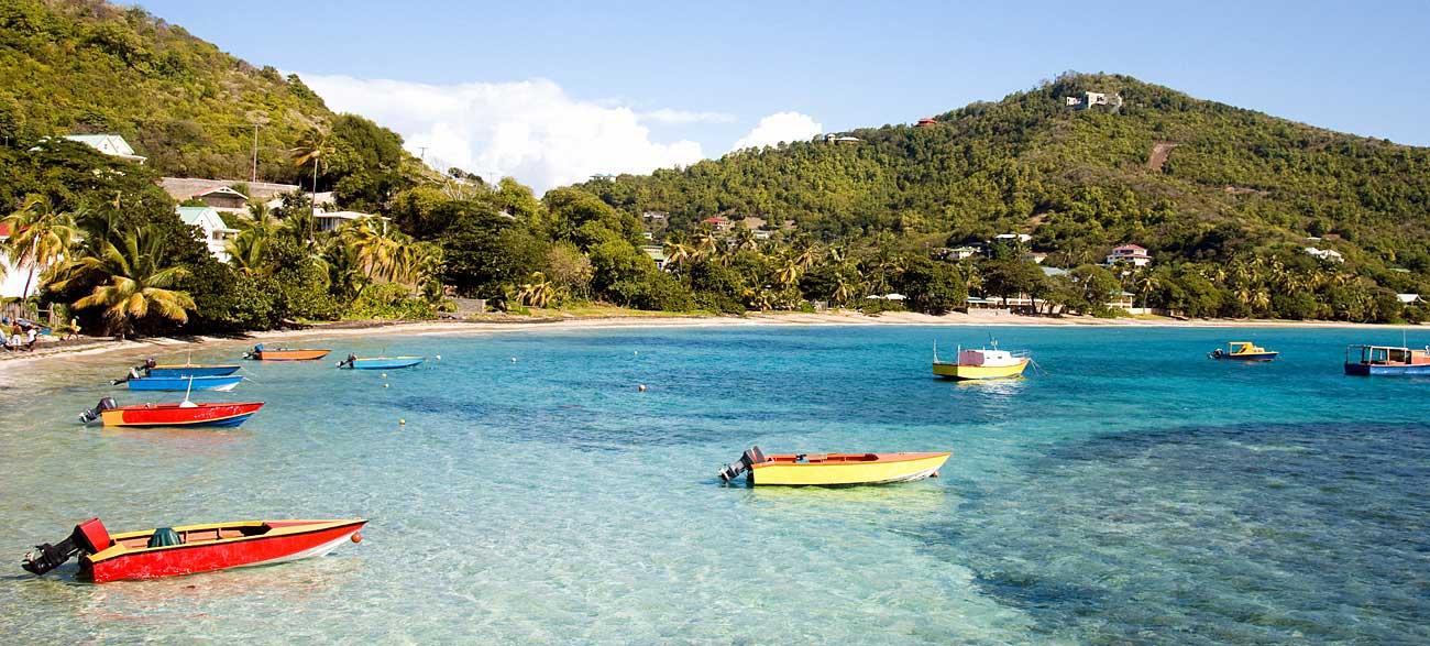 Plage de l'île Béquia Iles Grenadines