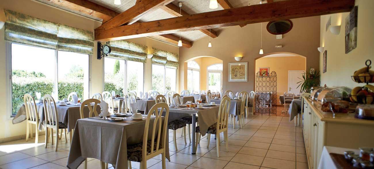Salle de petit-déjeuner de la résidence de tourisme Grand Avignon